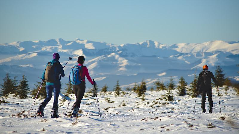 Privind spre Rodnei si spre picioarele pe care am schiat cu putin timp inainte.
