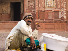 nimko seller seen in Jahangir's tomb