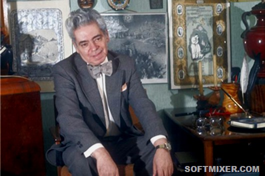 Soviet actor Arcady Raikin (1911-1987) in the study. USSR.
