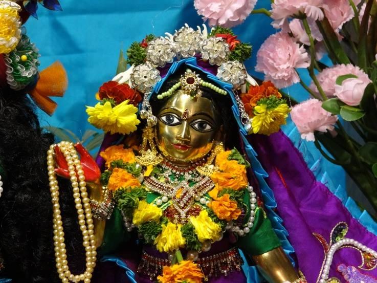 ISKCON Nigdi Deity Darshan 06 Jan 2016 (4)