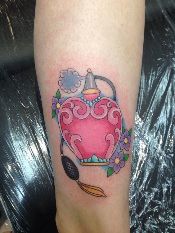 perfume_feminino_perna_tatuagem