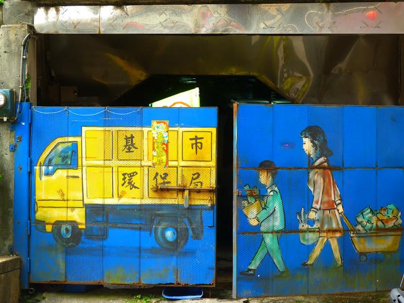 Keelung. Cimetière Francais.Avant quil ne soit vandalisé en novembre 2012.     Temple Zhupu Altar. - P1240790.JPG