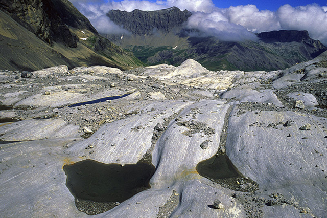 Roches moutonnées, meltwater channels and small lakes in the forefield of Glacier de Tsanfleuron. Sanetschpass (col) in the background. Photo: J. Alean / M. Hambrey / Glaciers online