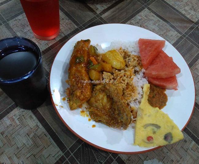 makan malam di idaman beach resort tioman