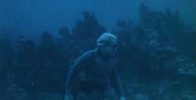 Uno de los zombies en acción (Ondas de Choque)
