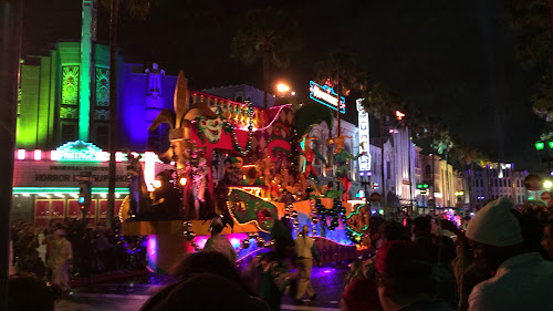 Opening night at Universal Studios Florida Mardi Gras 2014 parade food (photos & video by Seth Kubersky)