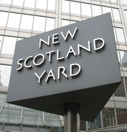 New_Scotland_Yard_sign_web