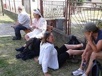 09 Tízperces pihenő Sülyben, a templom mellett.jpg