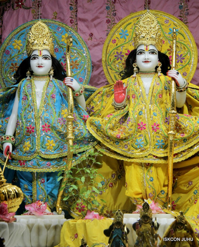 ISKCON Juhu Mangal Deity Darshan on 27 April 2016 (14)