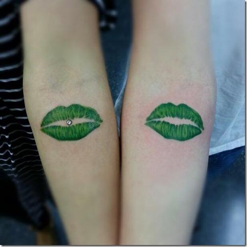 el_beso_y_una_figura_muy_femenina