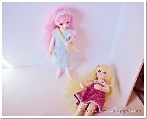 Doll bloopers with some tips for taking doll photos.  A firm background to lean against helped this doll stay standing.