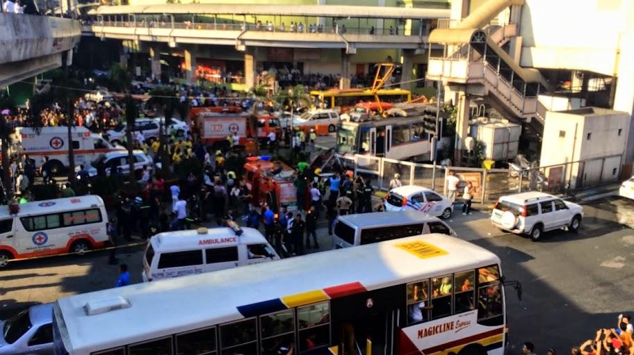 Video and Photos MRT Crash Pasay  Cause Traffic  02-08-13-2014