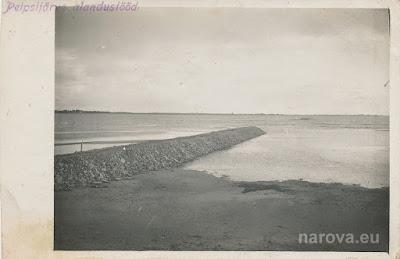 Готовый мол №3.Работы по понижению уровня Чудского озера.Примерно 1932 год(из личного архива автора)