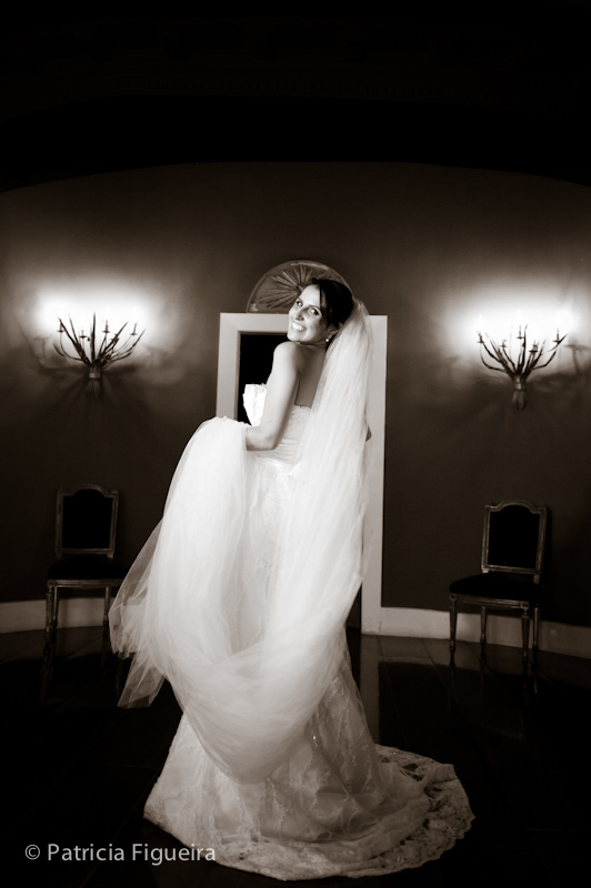 Foto de casamento 0297pb de Mônica e Diogo. Marcações: 20/08/2011, Casamento Monica e Diogo, Fotos de Vestido, Marie Lafayette, Rio de Janeiro, Vestido, Vestido de Noiva.