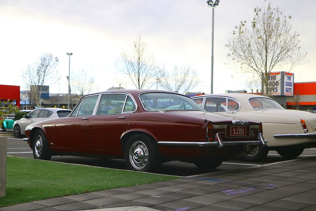 Jaguar XJ6 (01).jpg