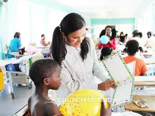 2012/01/08 Cultural event and cleaning at a children's hospital in Cape Town