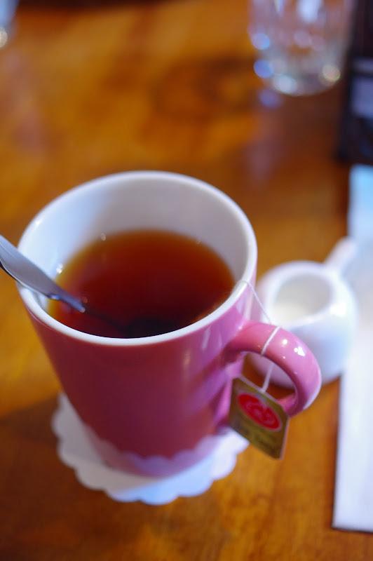 早午餐的熱奶茶