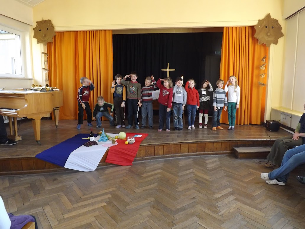 Bilder von der Schulandacht (A.M. für © schuletantow.de) Zum Aufrufen der Bildergalerie auf das Bild klicken.