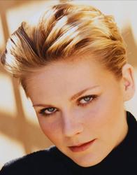 Kirsten Dunst, rosto redondo, de topete