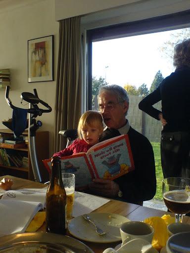 Opa leest voor
