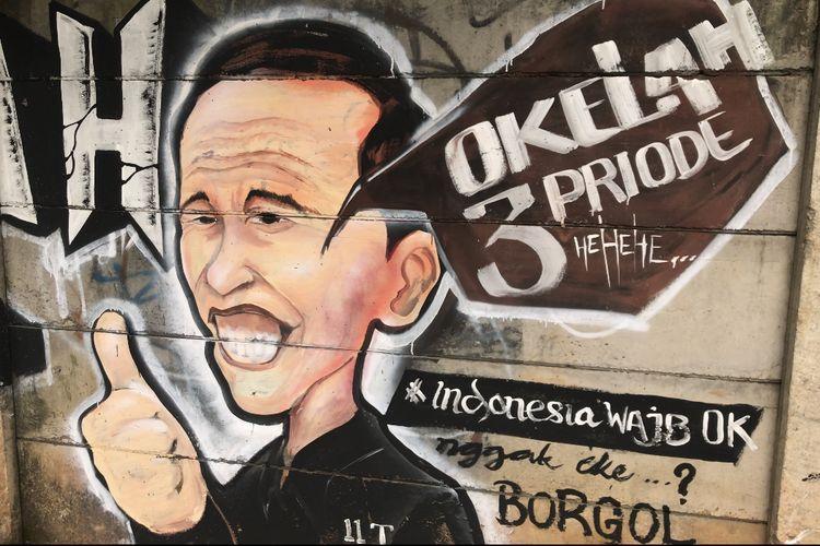 """Sindir Wacana Jokowi 3 Periode, Muncul Mural 'Nggak OKE, Borgol"""""""