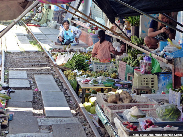 mercado-vias-tren-mae-klong-tailandia.JPG