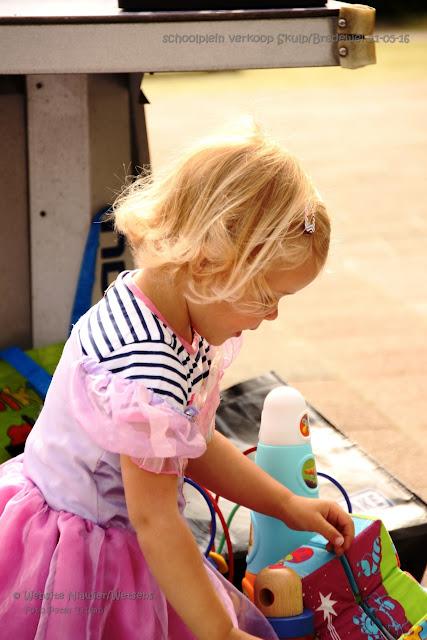 Skulp/Bredewei organiseerde schoolplein verkoop 20160522 - 2016%2BSchoolpleinverkoop29.jpg