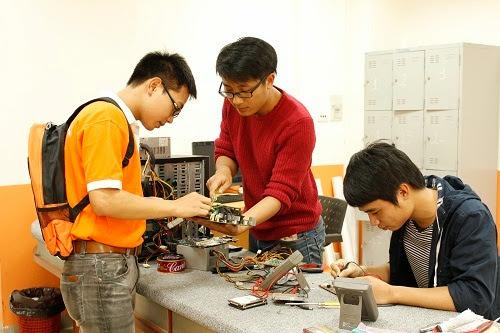Sinh viên Cao đẳng thực hành FPT Polytechnic được làm việc với dự án thật ngay từ khi ngồi trên ghế nhà trường.