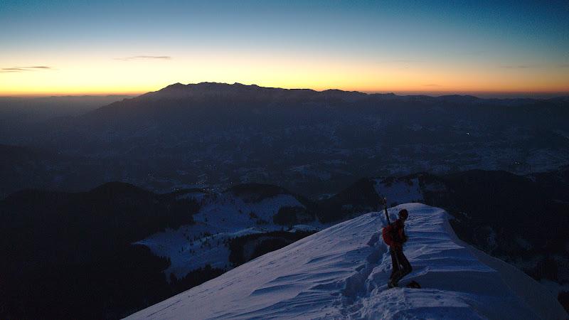 Castigam altitudine in timp ce lumina soarele incepe sa aduca lucrurile la viata.