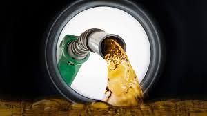 """El gobierno baja los combustibles """" gasolina RD$3.40 y el gasoil óptimo otros RD$3.70""""."""