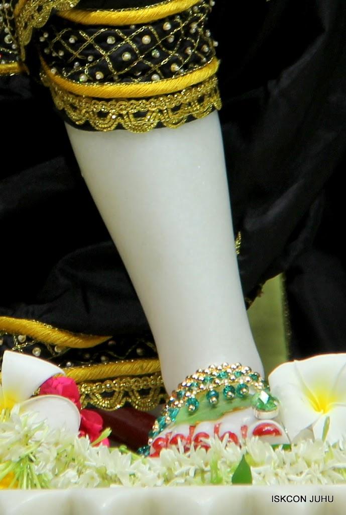 ISKCON Juhu Sringar Deity Darshan on 2nd July 2016 (45)