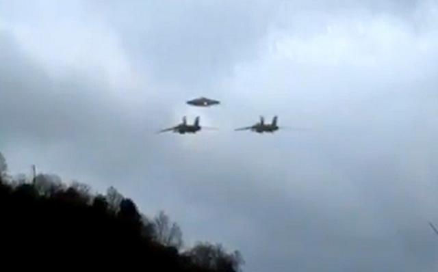 320db-Ovni Ufo Escoltado por Aviões