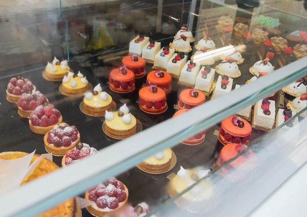 photo of the dessert case at Le Parfait Paris
