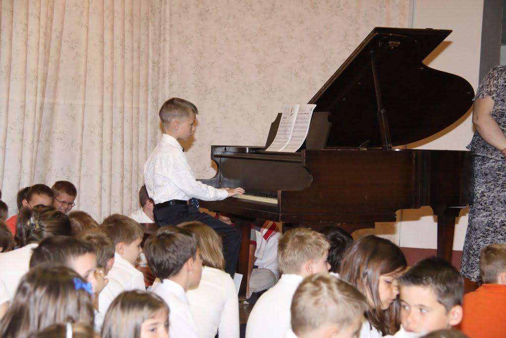 End of the School Year 2011 - DSC00010.JPG