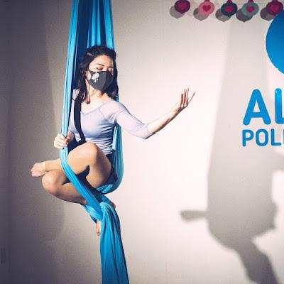 aerial aerialsilk aerialtissue aerialhammock aerialyoga エアリアル エアリアルシルク エアリアルティシュ エアリアルハンモック エアリアルヨガ 空中 空中競技 空中技 無重力 本八幡 妖精 市川市 千葉 千葉県初 世界観 柔軟 ストレッチ 体が柔らかい blue 青 布 神秘的 表現力 小さい かわいい