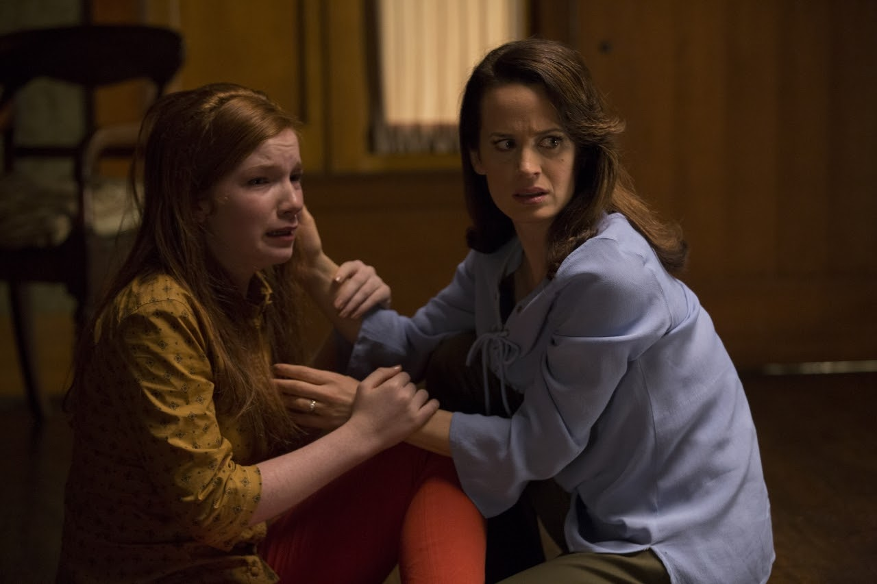 (L to R) Annalise Basso as Lina and Elizabeth Reaser as Alice in OUIJA: ORIGIN OF EVIL. (Photo by Justin Lubin /  Courtesy of Universal Pictures).