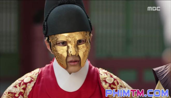 Đố kị với Kim So Hyun, nữ phụ Quân Chủ tự tay xẻo thịt mình - Ảnh 13.