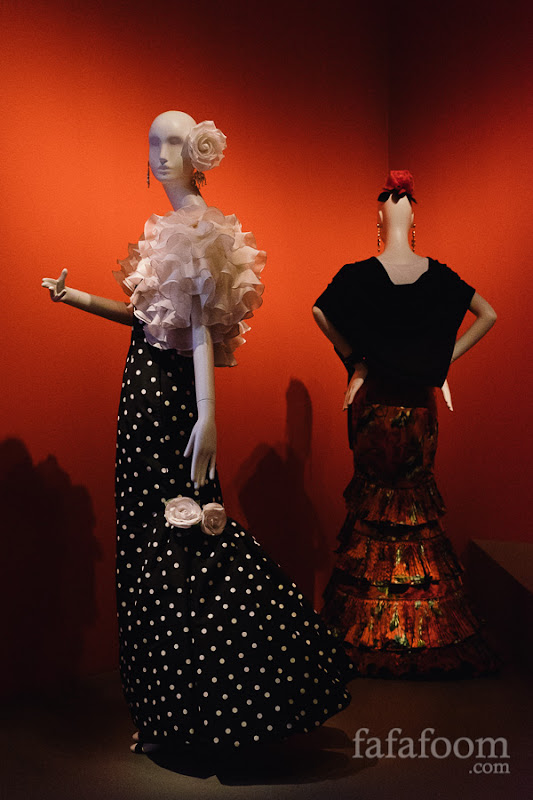 (Left to right) Oscar de la Renta, Evening ensemble: dress and bolero, 1988. Oscar de la Renta for Pierre Balmain, Skirt, Autumn/Winter 2001 - 2002.