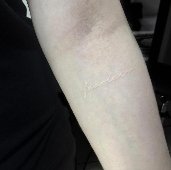 este_fearless_tatuagem_no_antebraço
