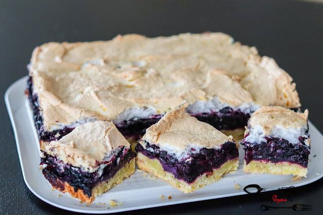 ciasta i desery, ciasto kruche,kruche z owocami i bezą,kruche z jagodami, ciasto na kruchym,