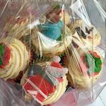 Christmas cupcake bouquet 1.jpg