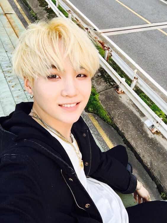 Teen boy nhuộm tóc Vàng Trắng Bạch Kim giá bao nhiêu? Ở đâu?