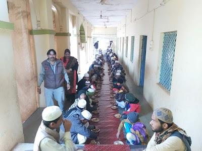 मदरसे में पहुँचकर अभिभाषक ने मनाया मकर संक्राति का त्यौहार   Shivpuri News