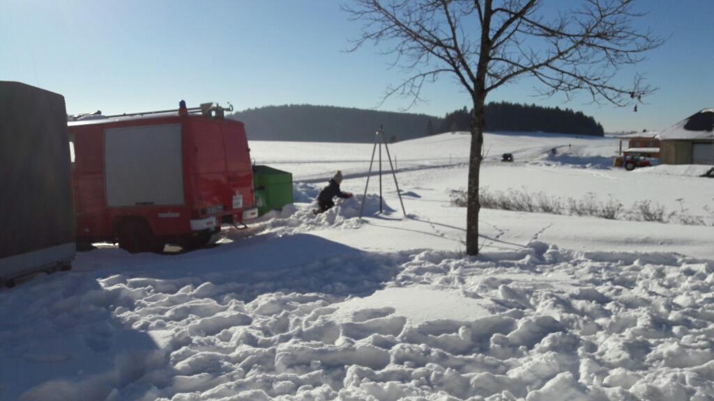 2017-01-27 Feuerwehr Schneemann bauen - upload_-1