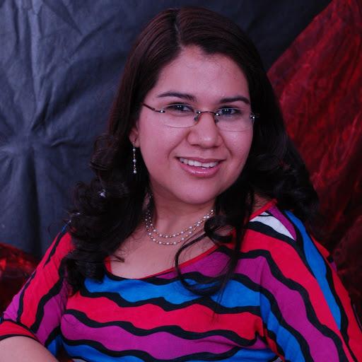 Rebeca Reyes Photo 16