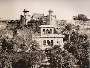 The_Hazuri_Bagh_Pavilion(1870)