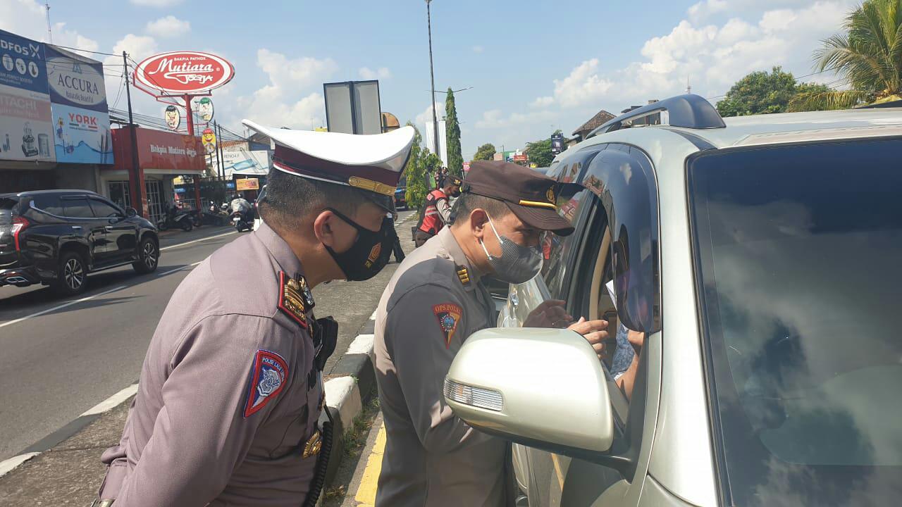 Polres Klaten Lakukan Penyekatan Arus Balik Plat Luar Daerah di Pospam Prambanan
