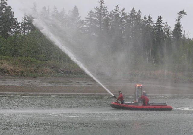 2011 Opening Day - fire%25252520boat%252525201.jpg