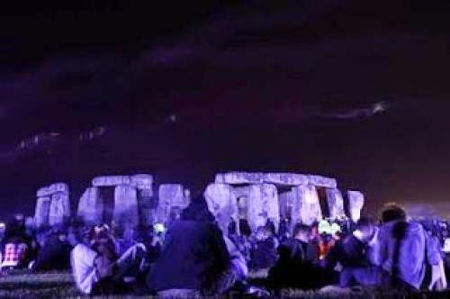 Pagans Greet Summer Solstice At Stonehenge