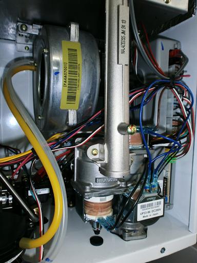 турбинный вентилятор, расположеный под камерой сгорания